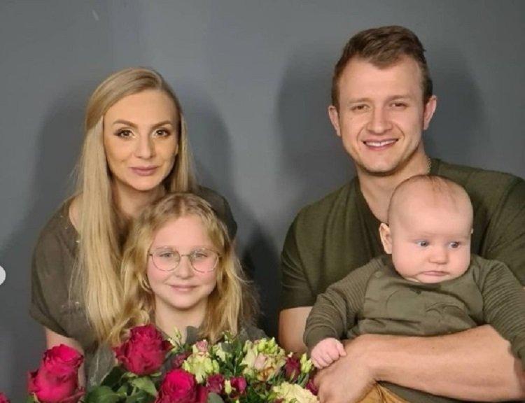Dawid Narożny w rodzinnej sesji. W końcu pokazał syna!