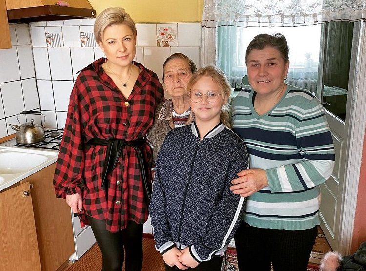 """Magdalena Narożna pokazała zdjęcie z najbliższymi. """"Cztery pokolenia"""""""